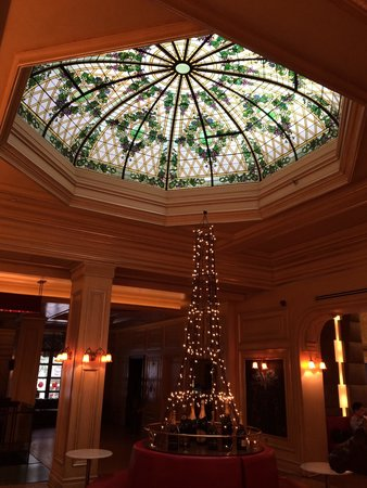 Carlton Hotel, Autograph Collection: Beautiful Tiffany style dome on the second floor.