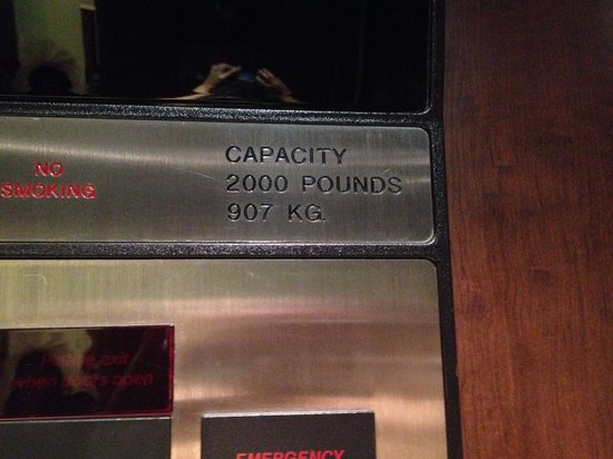 Century Plaza Hotel & Spa: Elevator Limit