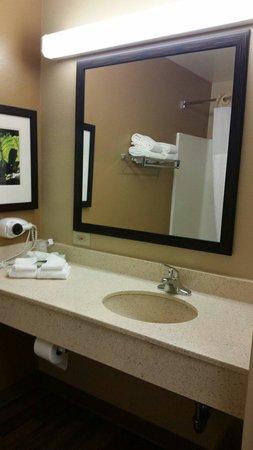 Extended Stay America - New York City - Laguardia Airport: Bathroom