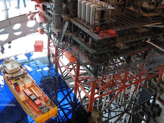 Aberdeen Maritime Museum: model of oil derrick