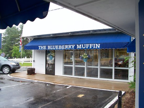 The Yankee Clipper Inn: Blueberry Muffin Restaurant