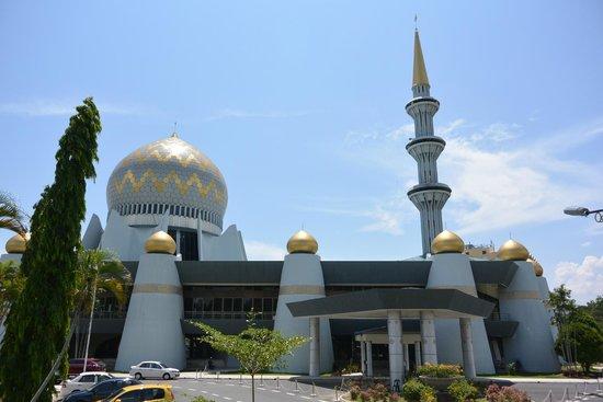 Sabah State Mosque (Masjid Negeri Sabah): サバ州立モスクの一部です。