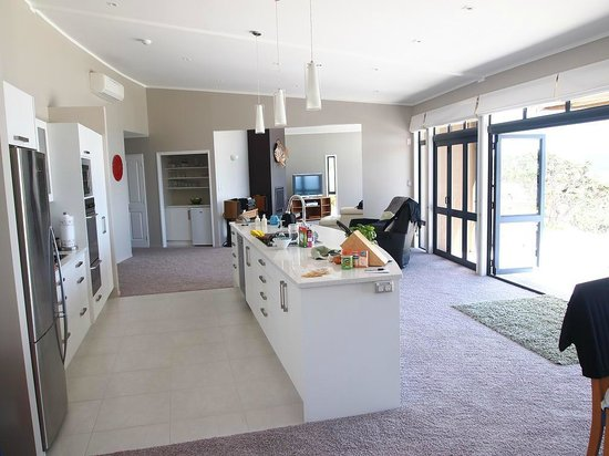 Ara Roa Accommodation - Whangarei Heads : Open kitchen