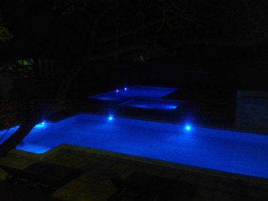 Aquarela Praia: Iluminação da piscina