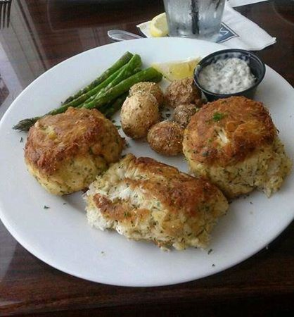 Micky Fins: Crab Cakes at Micky Fin's