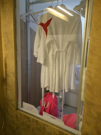 Ushuaia Ibiza Beach Hotel : clear glass in shower
