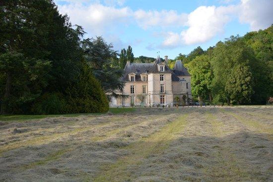Parc et Jardins du Chateau d'Acquigny: La facade annonçant le classicisme du chateau renaissance