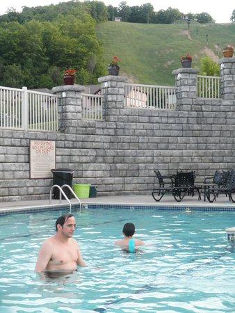 Mountain Run at Boyne: Pool fun