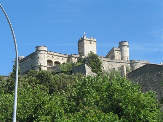 Residence Nemea Les Mazets Du Ventoux: chateau dans les environs de la résidence