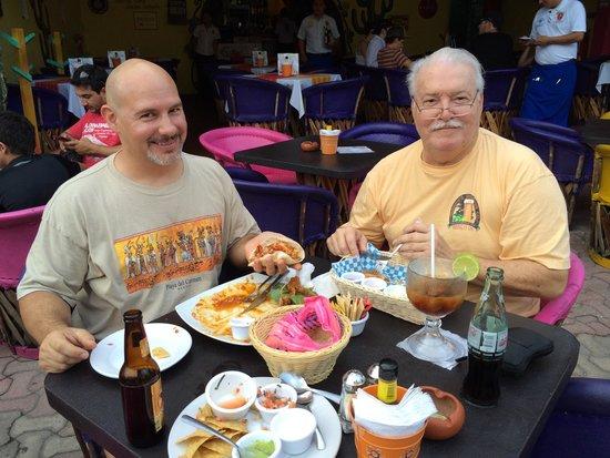 La Vagabunda : Enjoying Pebil Chicken at Vagubunda (4th & 5th).