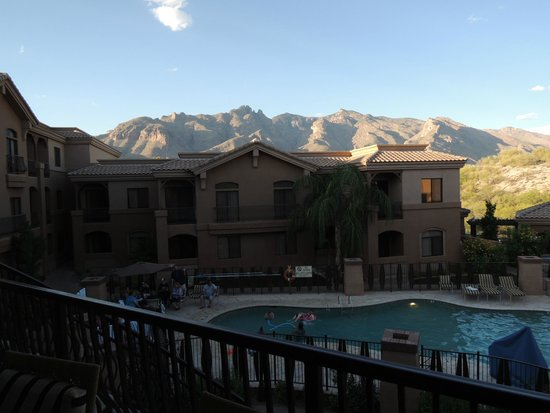 Embassy Suites by Hilton Tucson Paloma Village: Mountain View