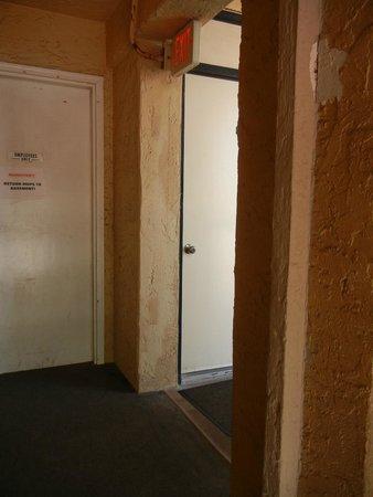 Casa Blanca Resort: Front Door at the top of the stairsway