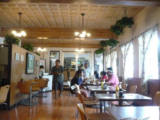 Joy Hotel Restaurant : Inside