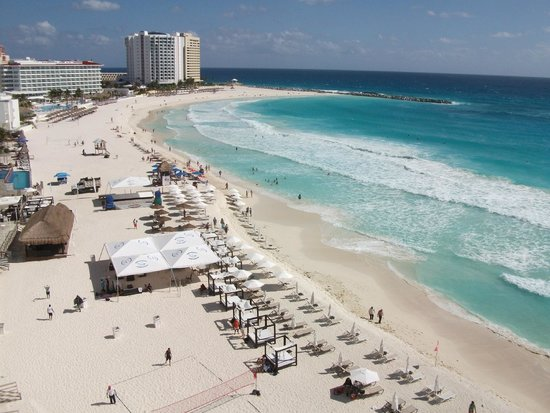 Salvia Cancun : View of beach from balcony.