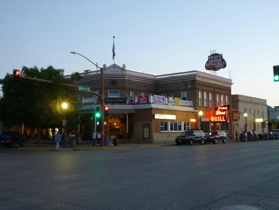 Buffalo Bill's Irma Hotel: At night