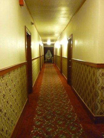 Buffalo Bill's Irma Hotel: Cool old fashioned hallway