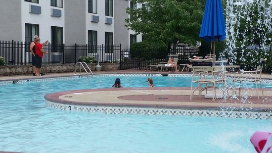 The Milton Hotel: Pool which kids loved