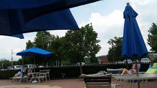 The Milton Hotel: Around pool