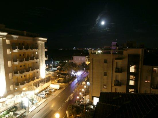 Residence Beach Paradise: dalla terrazza-vista notturna