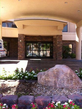 Courtyard by Marriott Las Vegas South: Entry Way