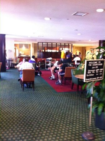 Courtyard by Marriott Las Vegas South: Dining Area