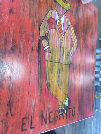 La Zebra Colibri Boutique Hotel : stylish painted table