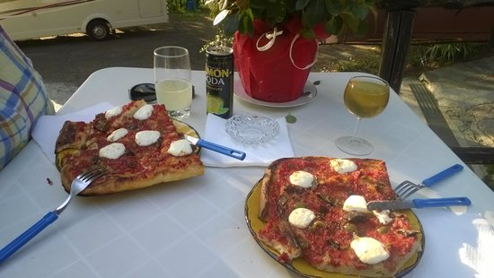 Camping San Michele : Delicious Home made pizza