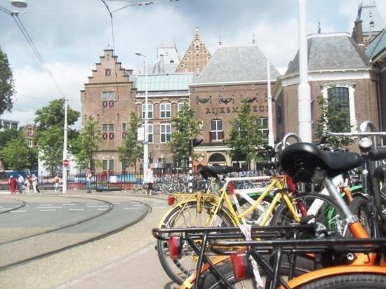 Marriott Amsterdam: Rijksmuseum, 5 min. walk from hotel.