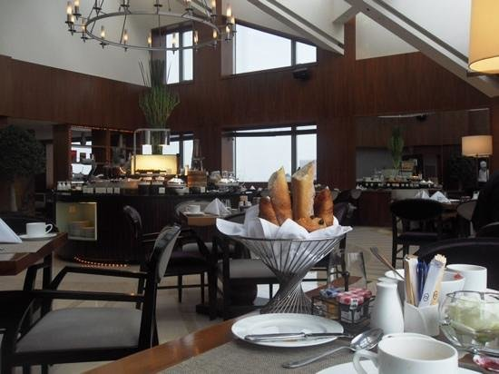 Sofitel Shanghai Hyland : top floor breaksfast and appetizers included in Sofitel Club