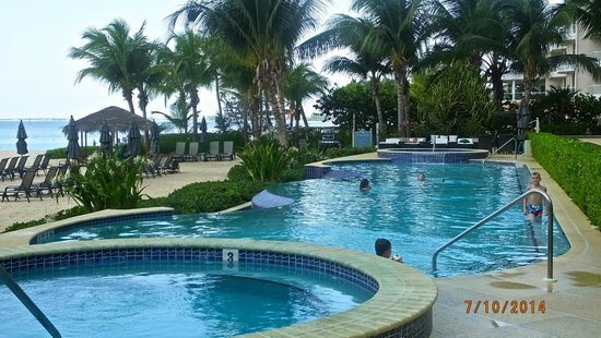 Beachcomber Grand Cayman : Infinity Pool