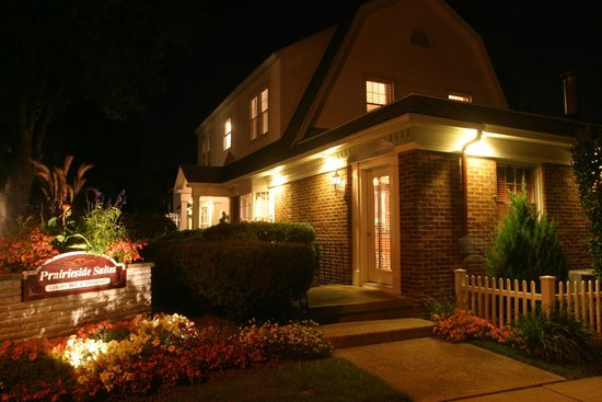Prairieside Suites: Prairieside at Night