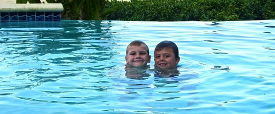 Beachcomber Grand Cayman : Boys enjoying the pool!