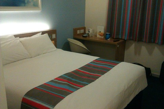Travelodge Cambridge Orchard Park: beautiful bedroom number 11