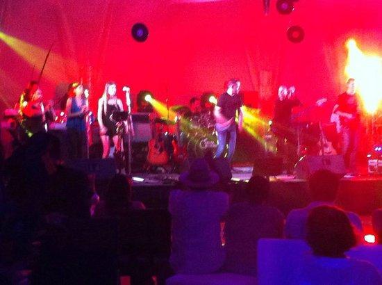 Casa Velas: En el Concierto de Fruta Madura (Rock Clásico)