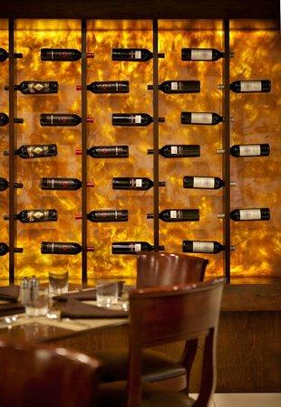 Sheraton Ann Arbor Hotel: Share Wine Lounge & Small Plate Bistro