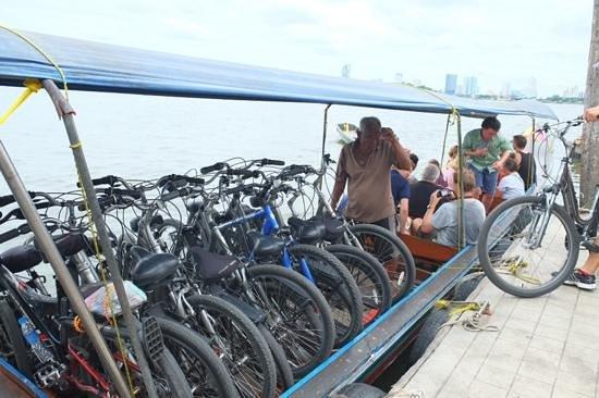 ABC Amazing Bangkok Cyclist: Crossing the river
