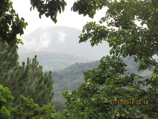 The Haven Hotel and Spa: Mountains in distance/cloud forest