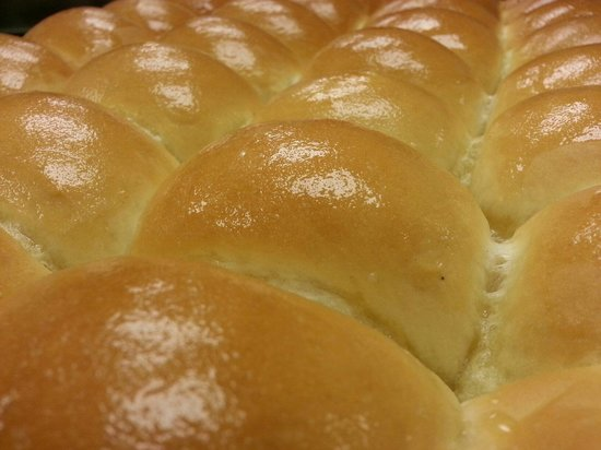 C & E's Restaurant: Fresh Yeast Rolls Coming Out!!!!