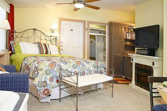 Prairieside Suites: English Cottage