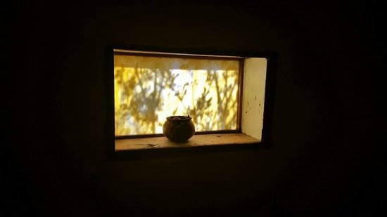The Triangle Inn - Santa Fe: Bathroom window