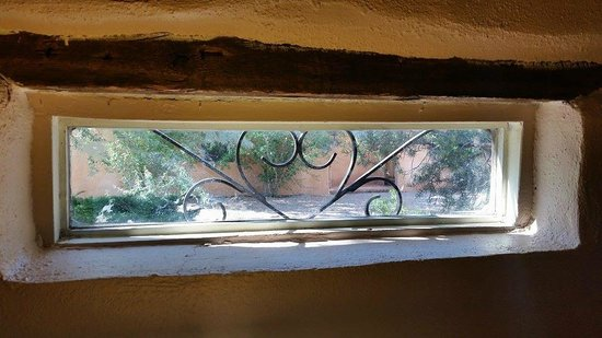 The Triangle Inn - Santa Fe: Bedroom Window