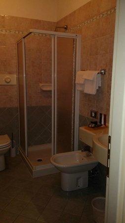 Hotel Mozart : Bathroom