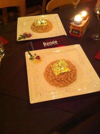 Renee Centamore: Risotto con lamponi , spumante e foglie d'oro zecchino 24 carati .. Che dire!! Favoloso .