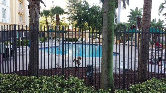La Quinta Inn & Suites Ft. Lauderdale Airport: Hotel pool