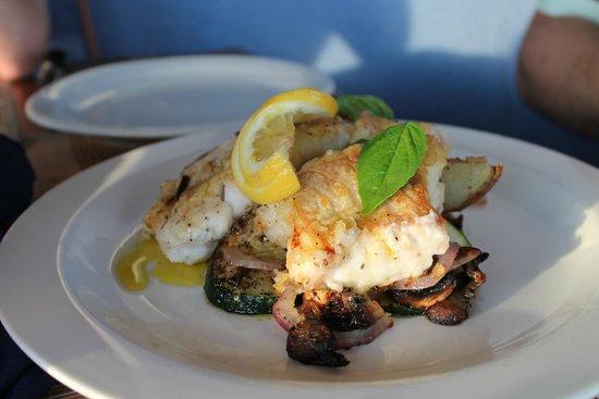 The Rainbow Inn Seafood & Steak House : Grilled Grouper