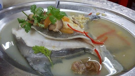 Teo Soon Loong Seafood Restaurant : Teochew Style Steam Promfet