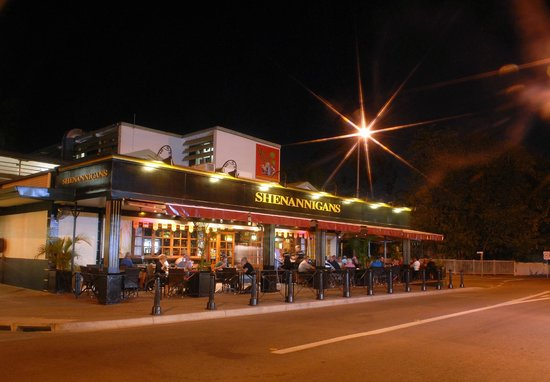 Shenannigans Restaurant & Bar: Mitchell St by night