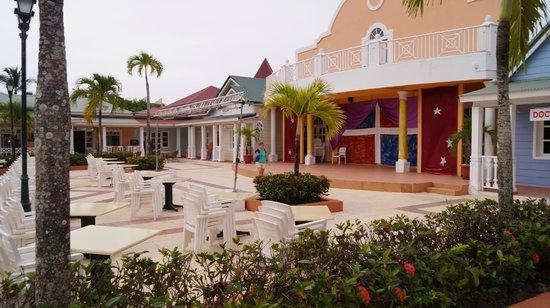 Grand Bahia Principe El Portillo : Pueblo Principe