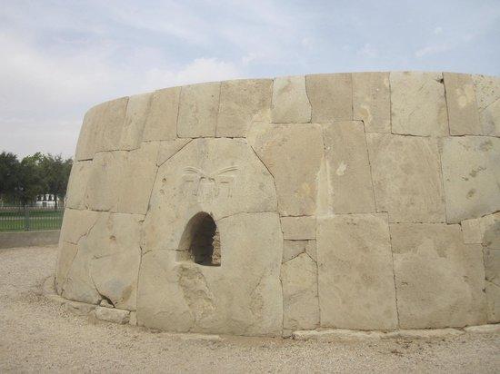 Arabian Adventures: Site archéologique de Hili: la Grande Tombe qui date de l'âge de bronze