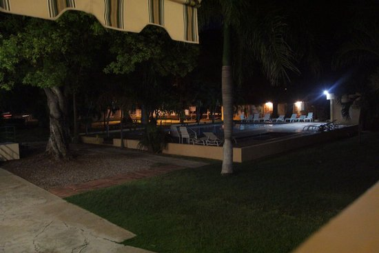 Hotel Parador Guanica 1929: View of the swimming pool at night